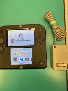 Nintendo 2ds with game and charger