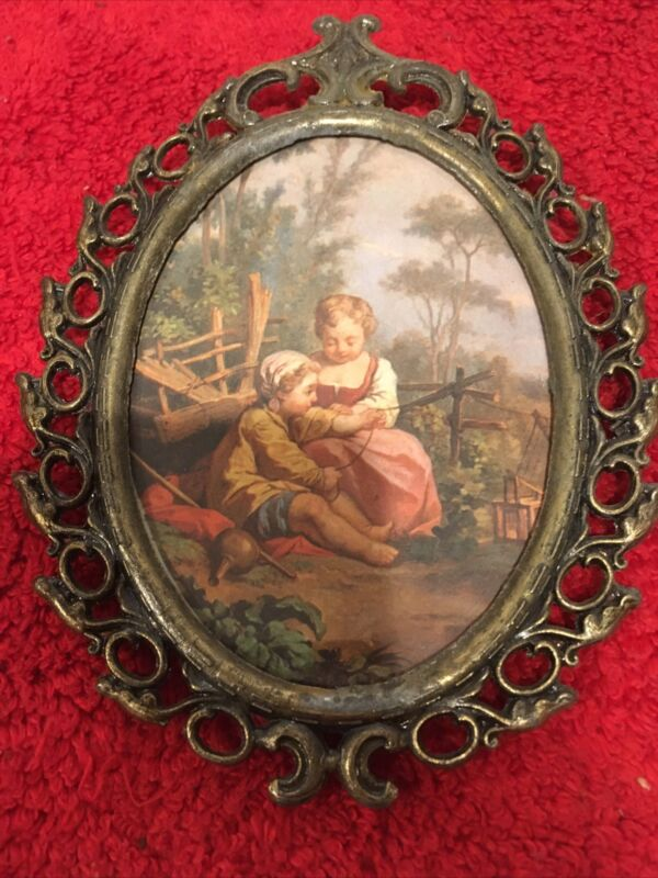 ORNATE BRASS METAL OVAL PICTURE FRAME MADE IN ITALY YOUNG GIRLS 138-602