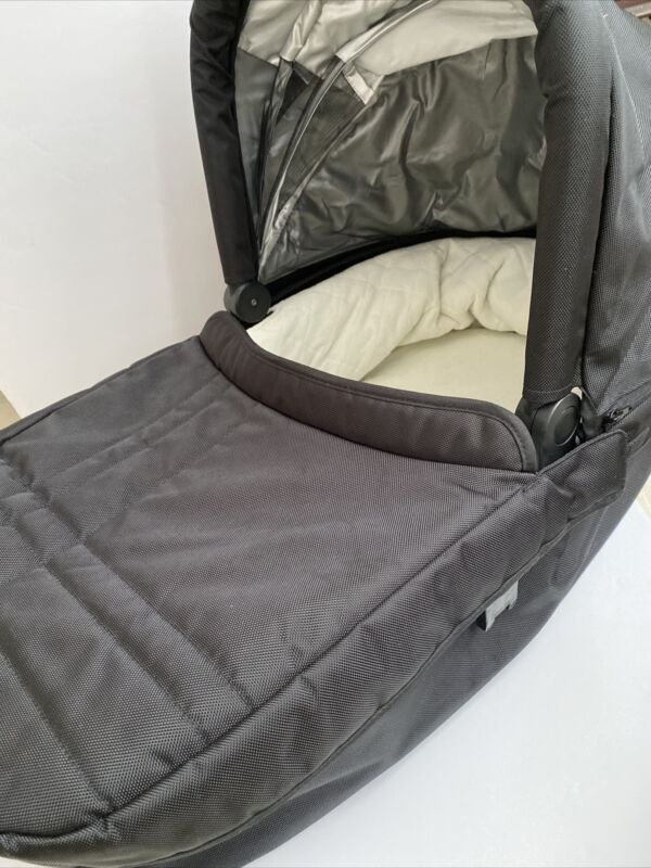 Uppababy Vista Black Bassinet Only / From  2013 Model / LOCAL PICKUP