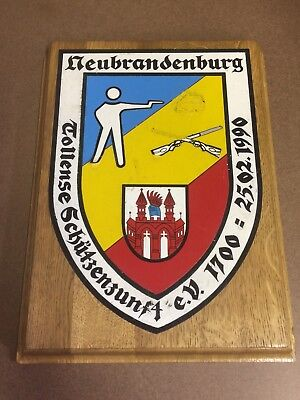 Ehrengeschenk Neubrandenburg Tollense Schützenzunft e.V. 1700 - 1990 Holzbild