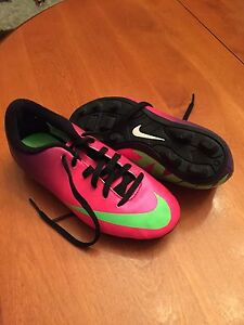 Soccer shoes size 13 child