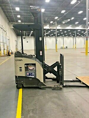Crown Rr5200 5225-35 Narrow Aisle Reach Truck Forklift 270 - Only 4400 Hours