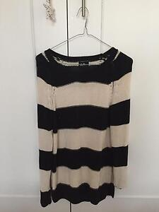 Black and White Knit Jumper (Size XS) Killarney Heights Warringah Area Preview