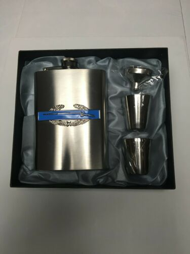 STAINLESS STEEL FLASK GIFT SET COMMEMORATING THE US ARMY COMBAT INFANTRYMAN