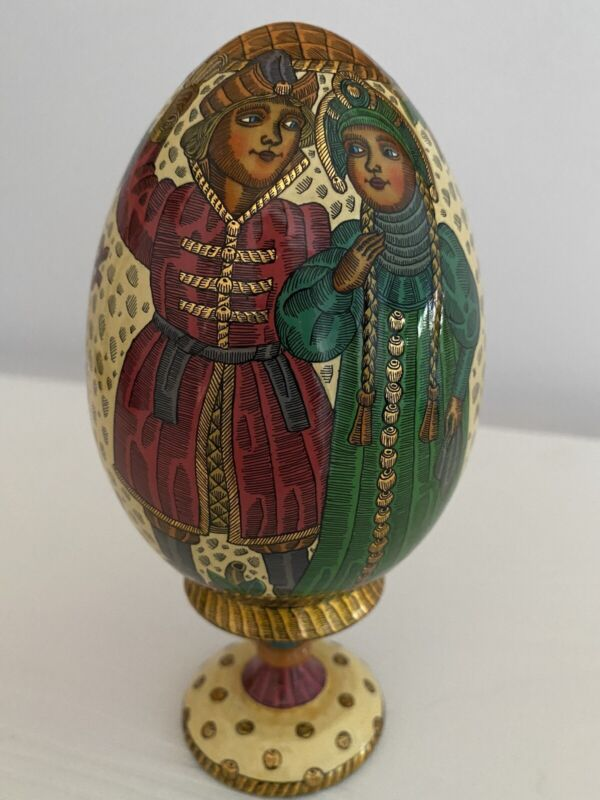 RUSSIAN LACQUERED HAND PAINTED WOOD EGG MATCHING STAND SIGNED/DATED 1996