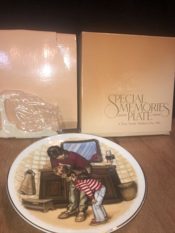 New In Box Avon Special Memories Plate A New Tooth 1986 22K Gold Rim W/Easel