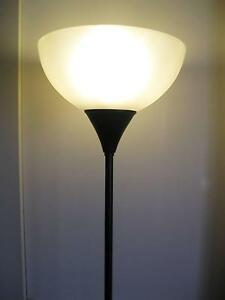 6ft tall  FLOOR LAMP   like new hardly ever used Para Hills Salisbury Area Preview