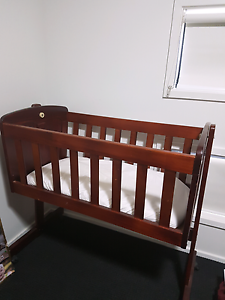 Bassinet and mattress Pimpama Gold Coast North Preview