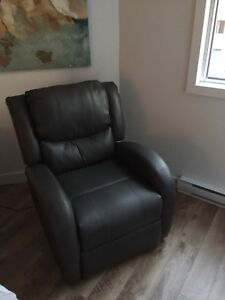 **BRAND NEW** Electrical Leather Chair
