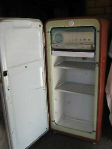 ANTIQUE VINTAGE AND COLLECTABLES -- FRIDGE, DRAWERS, CABINET, LOUNGE