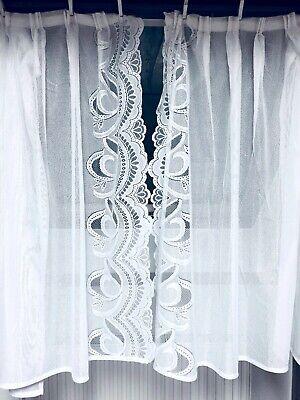 Weiße Gardinen mit Spitze für 2 Fenster ca. B120 x H105 cm