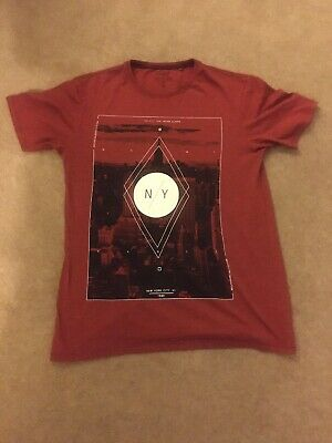 Mens Easy Red New York T-shirt. Size Small.