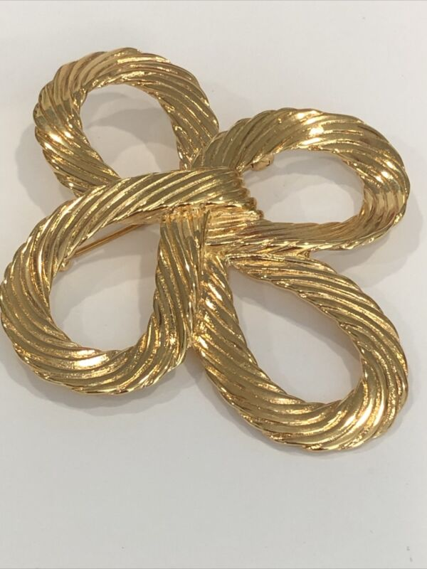 Vintage Monet Gold Tone Large Knot Rope Pin Brooch.