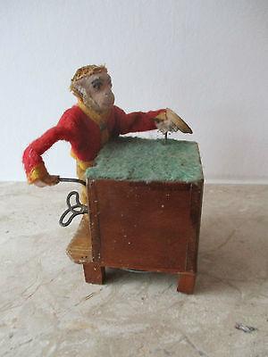 alter mechanischer Affe mit Holz Leierkasten zum aufziehen Marke? ca. 30er Jahre