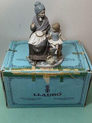 "Lladro Figurine #5305 Visit with Granny 9 1/4"" Retired w/ Original Box - Mint"