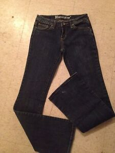 Woman's size 27 blue notes jeans