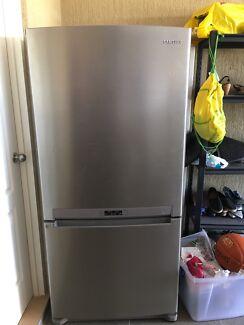 Samsung fridge on top freezer bottom only $150