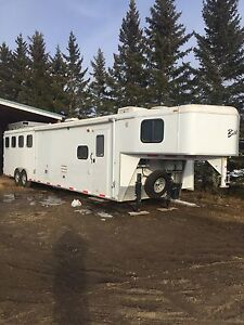 2008 Bison Trail Express 8414- 4 horse trailer w/living quarters