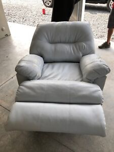 FREE ELECTRIC RECLINING LOUNGER