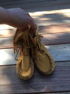 Like new moccasins ankle boots in suede tan. Size 7
