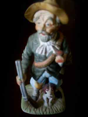VINTAGE SCULPTURE OF A HUNTER WITH A DOG AND A FOWLING-PIECE