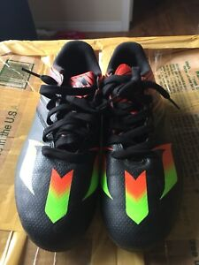 Nice Adidas youth cleat.size 5 1/2
