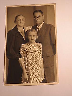Obertürkheim - 1943 - kleines Mädchen & Frau & junger Mann mit Brille / Foto