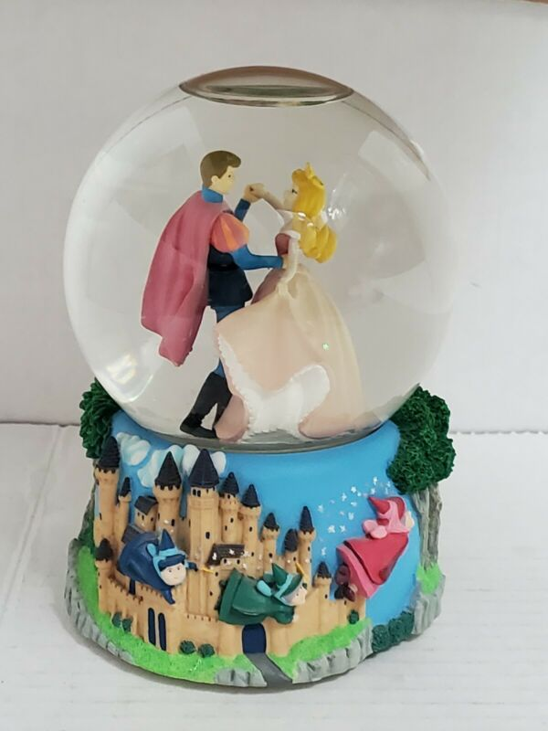Disney SLEEPING BEAUTY Enesco Musical Snow Globe Sleeping Beauty Waltz