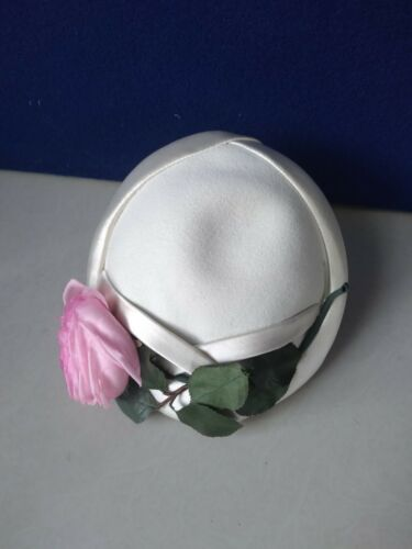 VINTAGE WOMANS WHITE CASQUE WITH FLOWER    ITEM LL127