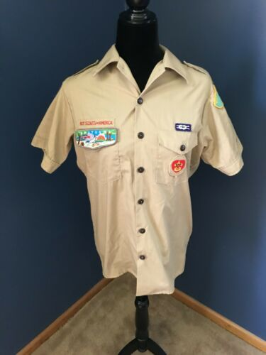Short Sleeve Boy Scout  Shirt with Badges Size Small