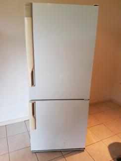 Westinghouse Silhouette fridge/freezer combo