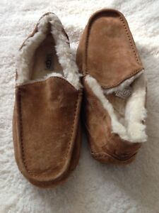 Uggs authentic men's size 10 brand new slippers