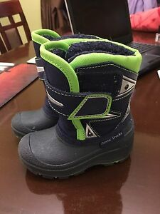 Toddler winter boots size 6 (would also fit size 5)
