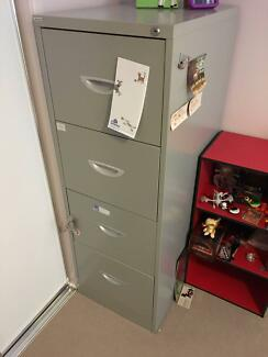 Metal Filing Cabinet in very good condition