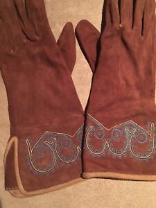 Coffee colour leather gloves with embroidery
