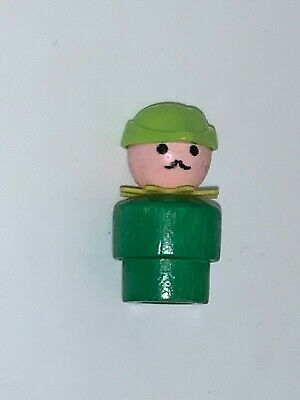 VINTAGE FISHER PRICE Little People Robin,Hood Woodsman Green Wood - Castle 993