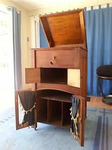 Antique Gramaphone Cabinet with around 70 78 discs and needles Umina Beach Gosford Area Preview
