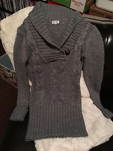 Grey cable-knit sweater: Youth XS Kitchener / Waterloo Kitchener Area image 2