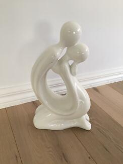 Home decor white two people kissing bathroom bedroom sculpture