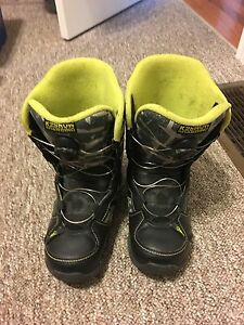 KIDS SNOWBOARD BOOTS GOOD CONDITION