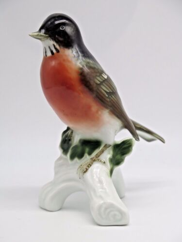 Gerold Porzellan German Bevarian Old Figurine of a Robin Marked and Numbered