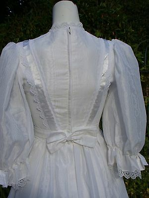 Vintage RETRO 60s 70s White wedding dress lace Taffeta 10 pearl button ribbon lo