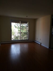 2 BEDROOM APT. ON DARTMOUTH WATERFRONT AVAILABLE MAY 1ST
