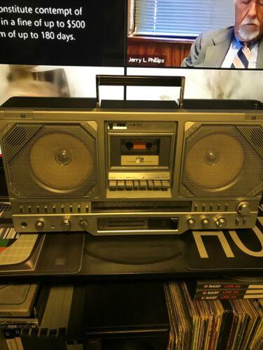AKAI AJ-530 boombox