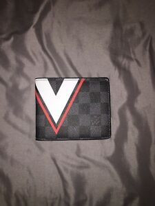 Louis Vuitton Wallet (read)!!