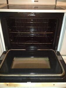 Whirlpool glass top stove  Stratford Kitchener Area image 6