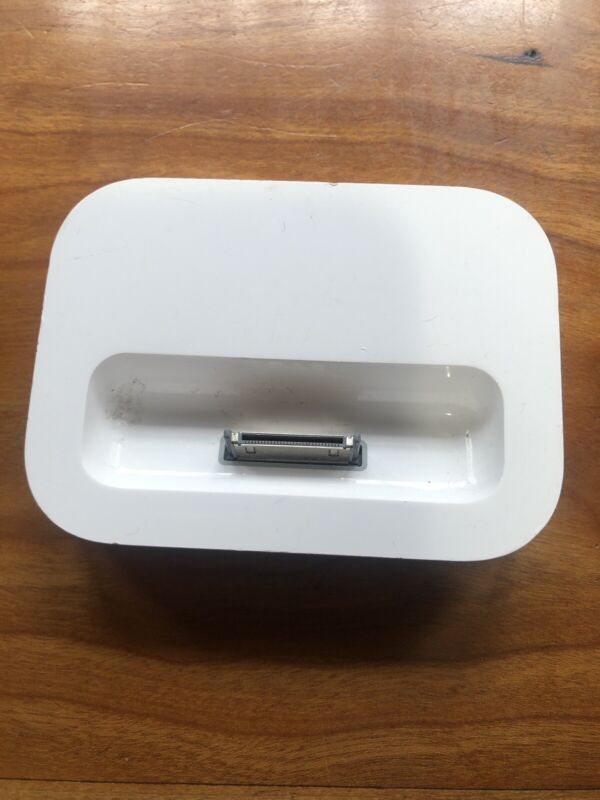 Apple Dock for iPods and iPhones. Many Generation - White (M9602G/A)