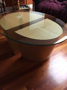Stylish coffee and end table set