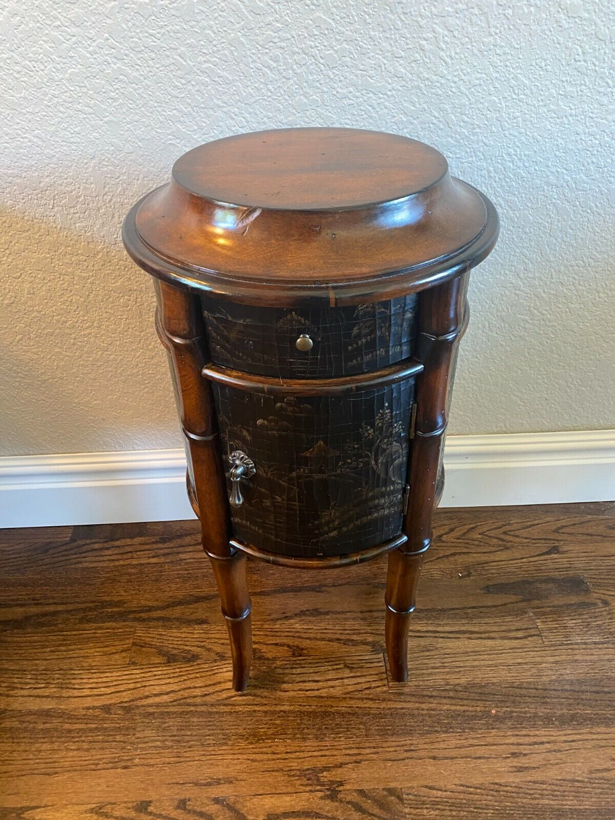 Beautiful ETHAN ALLEN Chinoiserie Decorated Stand Asian Style End Table Storage - $195.00
