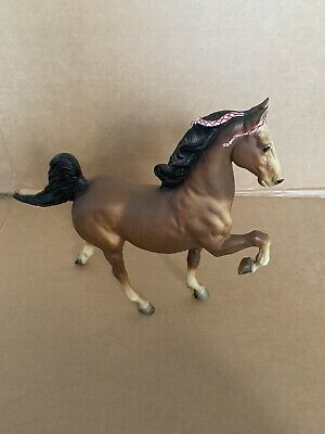 Breyer Tennessee Walking Horse Tradition 5 Gaiter Brown White Socks Red Braids